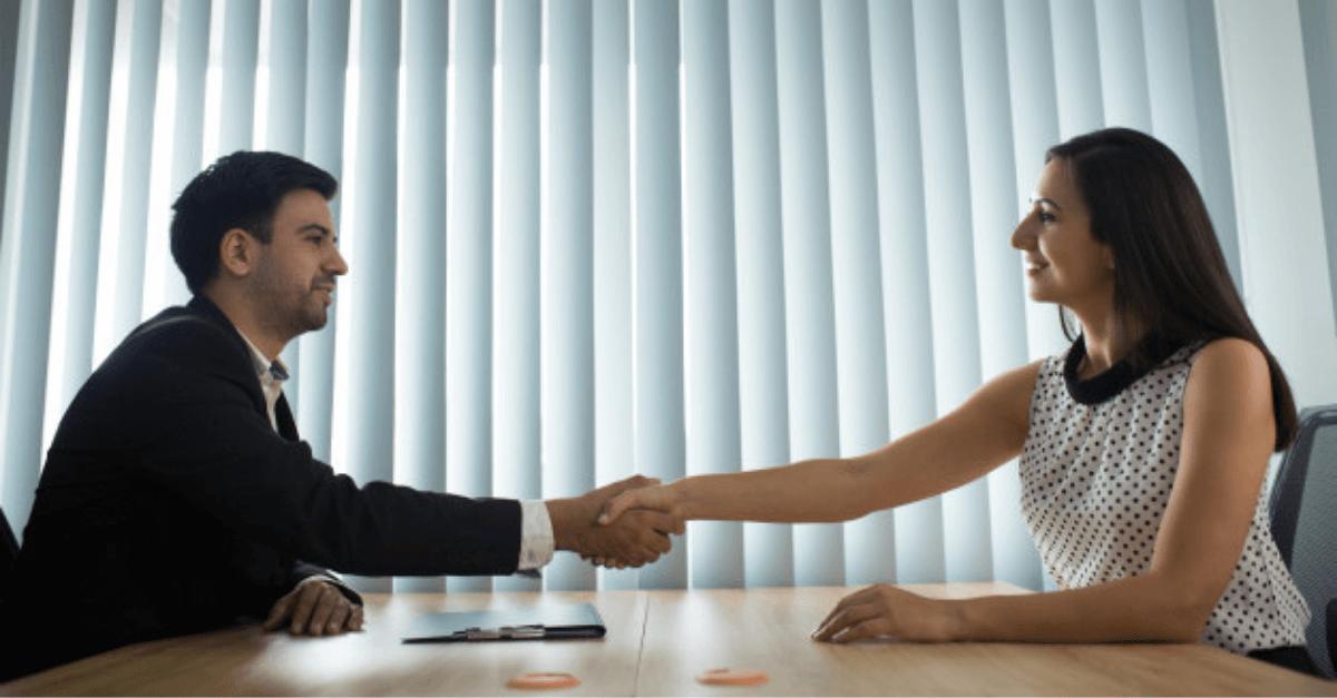 etapy negocjacji uścisk dłoni